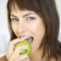 Q Frau mit Apfel