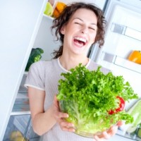 Q Frau mit Salat